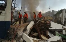 Defensa Civil acude en auxilio de afectados por explosión en Villas...