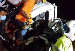 Rescatistas de la Defensa Civil en San Pedro de Macorís brindan asistencia en accidente de tránsito