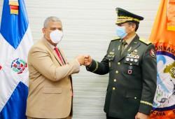 Ministro de Administración Pública visita la Defensa Civil