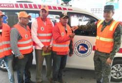 Defensa Civil entrega ambulancia a municipio Constanza