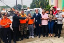 Presidencia entrega camioneta y equipos de rescate a la Dirección Municipal de la Defensa Civil de Loma de Cabrera en Dajabón