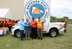 Presidencia de la República entrega camioneta y equipos de rescate a la dirección provincial de la Defensa Civil de Montecristi
