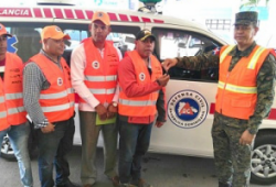 Defensa Civil entrega ambulancia a municipio Constanza