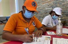 Defensa Civil vacuna a cientos contra el COVID-19 en San...