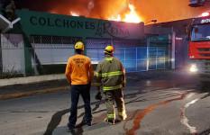 Apoyamos en la extinción de un incendio afectó colchonería del...